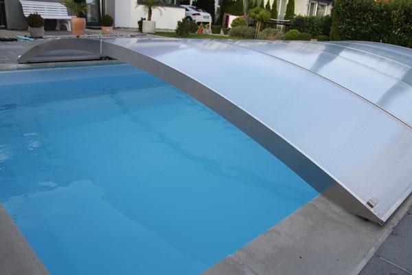 schwimmbad im winter pool berdachung poolabdeckung. Black Bedroom Furniture Sets. Home Design Ideas